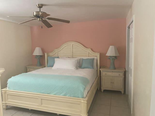 Sand Dollar unit deluxe 1 bdrm suite with kitchen