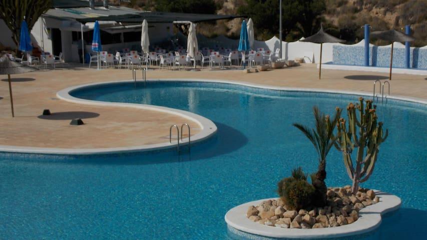 Bungalow con piscina comunitaria y playa privada. - Comunidad Valenciana - Bungalo