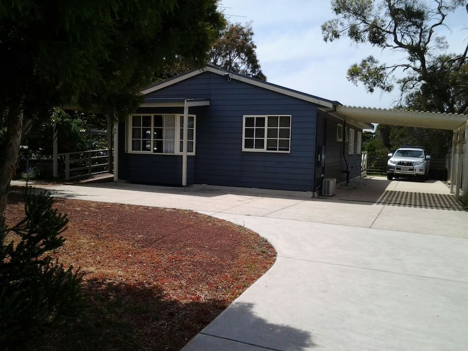 Park in the 30metre drive way or the front court yard area. Great for boats, bike trailers, off street.
