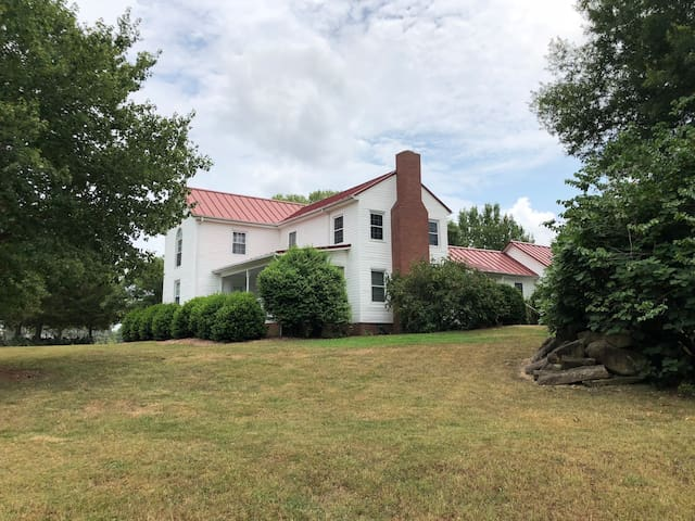Quiet shared 1877 Farmhouse: 3 BR/1 BA available