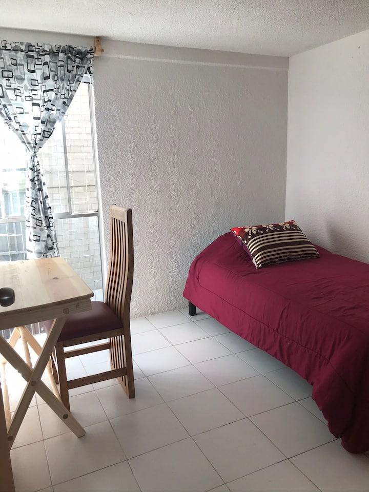 Habitación en un espacio cómodo y tranquilo.