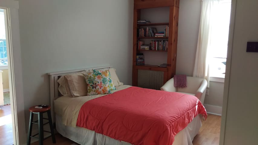 Jamestown RI Apartment in the Heart of the Village - Jamestown - อพาร์ทเมนท์