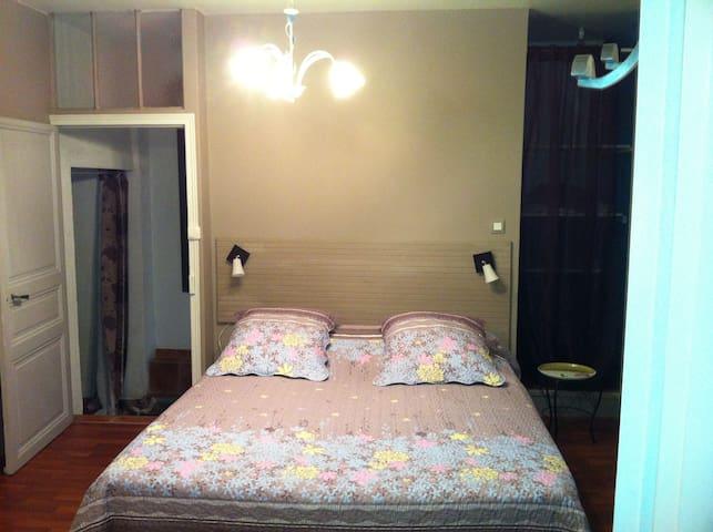 Chambres d'hôtes de village - Neaux - Appartement