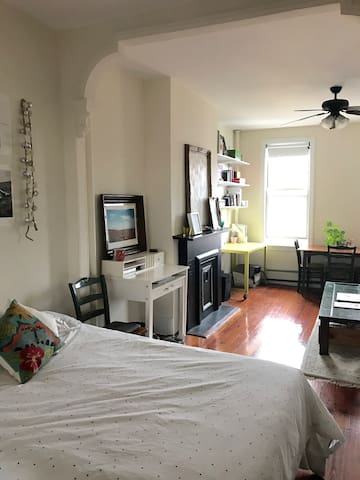 Unique private bedroom in magical Greenpoint/Wburg