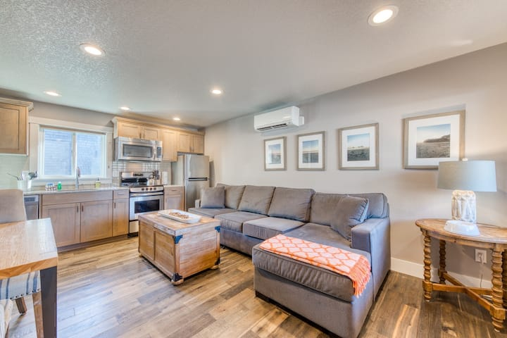 Renovated dog-friendly oceanfront condo w/ easy access to beach + close to town!