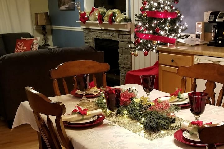 New! Holiday Decorations at Four Seasons Cottage