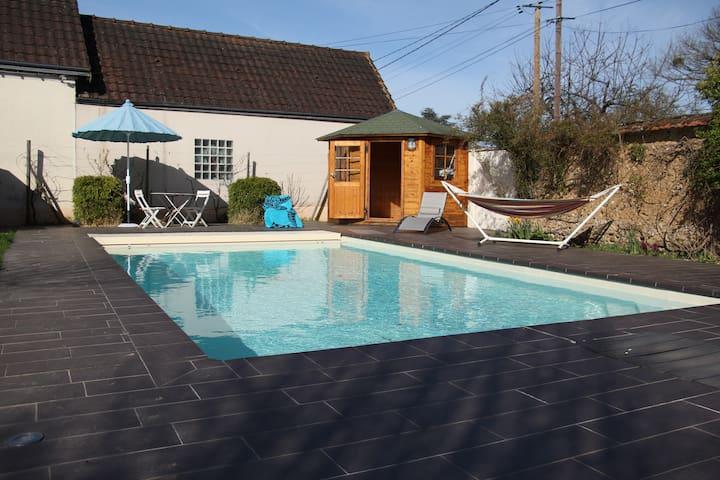 Maintenon: Appartement indépendant avec piscine