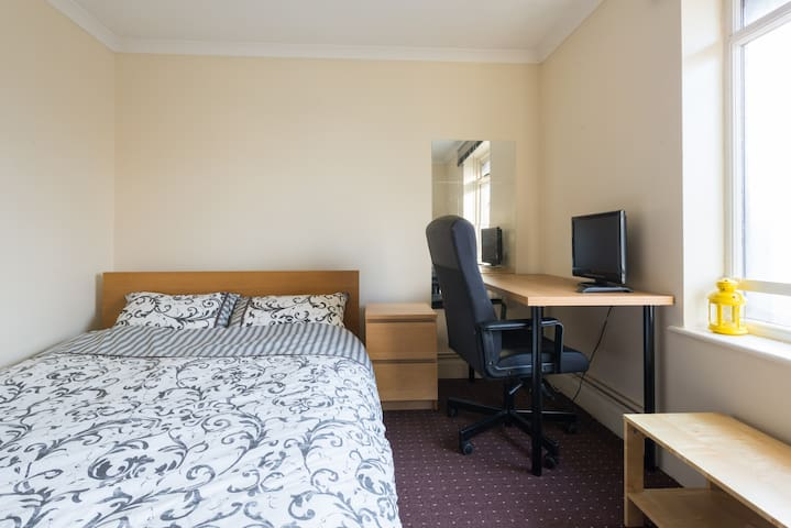 "Double room, 19"" TV, wifi included"