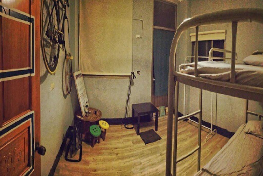 單人或雙人房 獨立空調 公用衛浴 可提早預約嘉義火車站接送