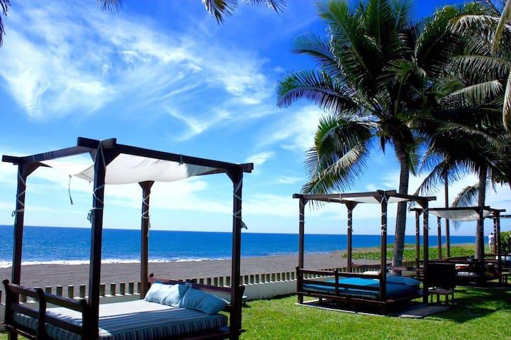 Casa de descanso frente al mar en condominio (M)