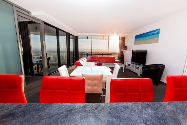 Vibrant 1 Bedroom spa apartment with amazing hinterland views