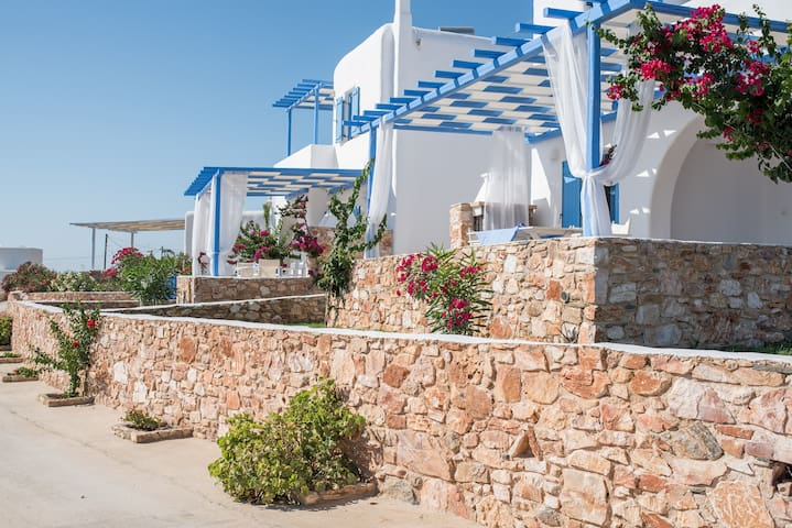 SK MAISONNETTES PAROS+FREE OF CHARGE CAR AND BIKES