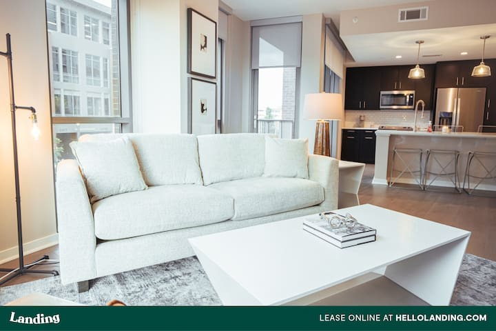 Landing | Green Hills Stunning Apartment