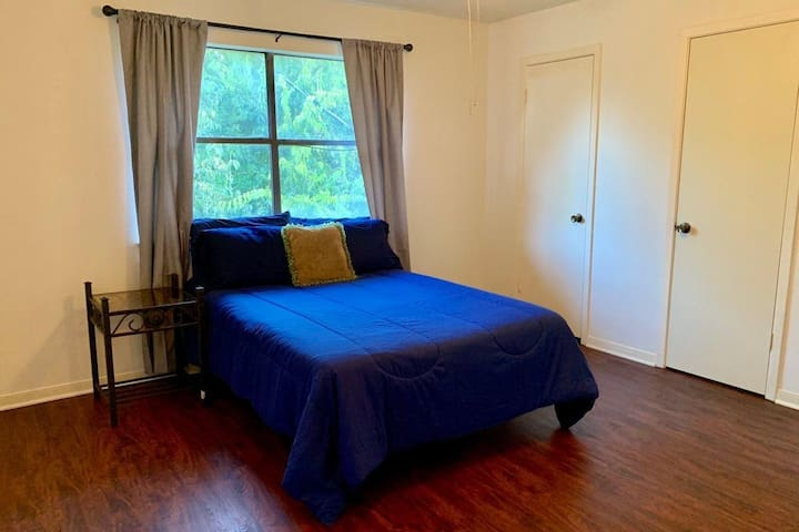 Affordable Guest Room - Near A&M Shuttle
