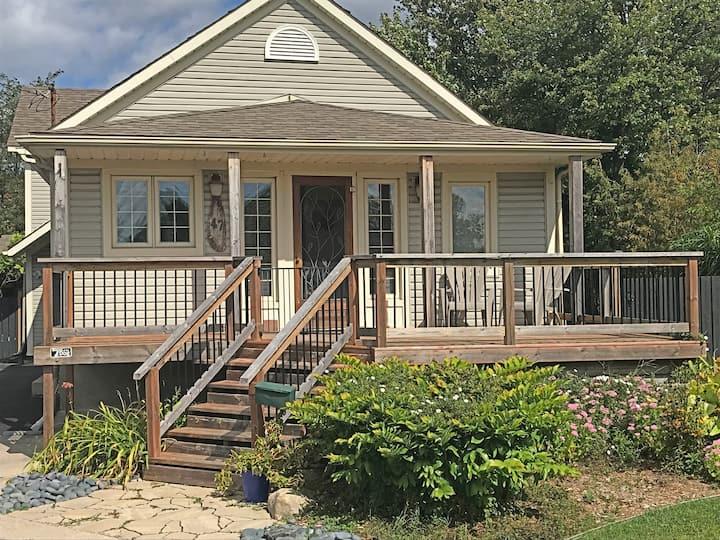 Cozy Brunswick Cottage