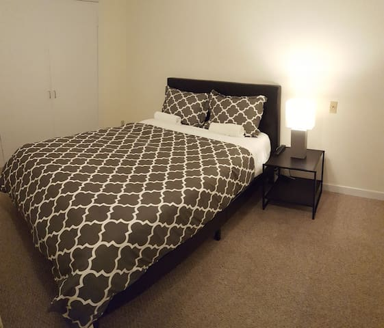 10. Chic room in Palisades close to German embassy