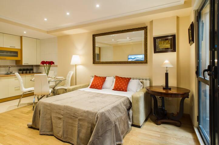 Sofa cama de apertura italiana de 1,40 por 1,90 metros.