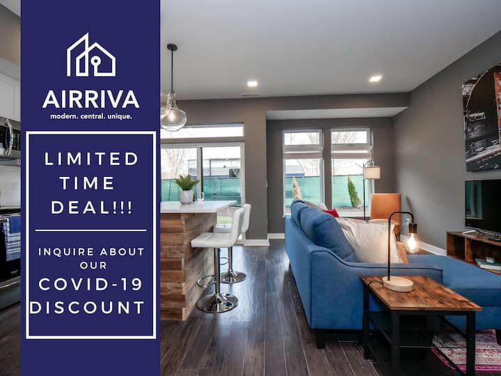 1 Bedroom Luxury Condo Minutes from Downtown- D1