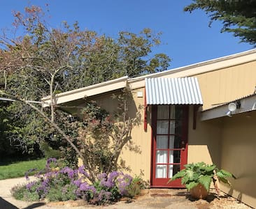 Farm Cottage between Mountain, City and Sea - Kingston - Bungalow