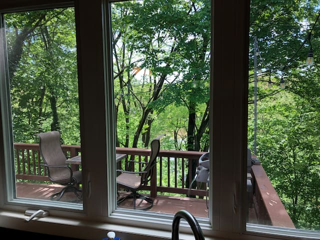 Forest Creek View, King Comfort, plus Garage!