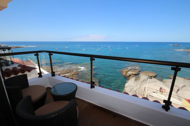 Apartment La Caleta, amazing place, sea view, wifi