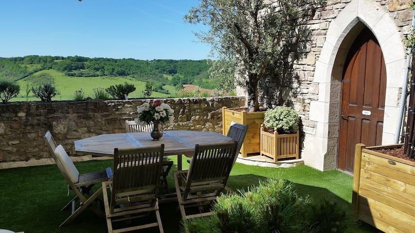 """Maison """"Bakea""""  Chambre & Tables d'Hôtes de Charme - Cordes-sur-Ciel - Bed & Breakfast"""