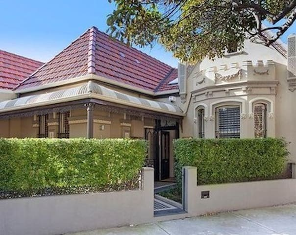 Oakleigh,  a stylish period home in vibrant Glebe