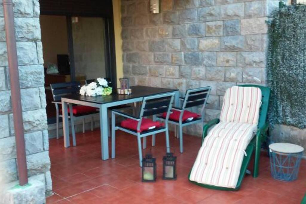 Terraza, porche y jardín privado