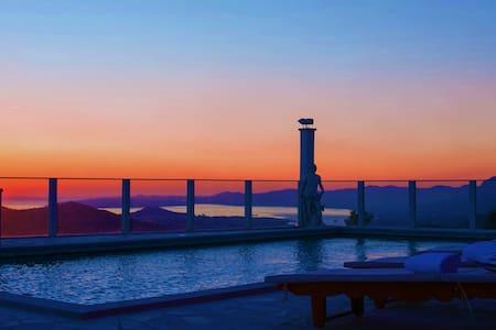 """VILLA NINO-luxury villa  """"Heaven on Earth""""! - Gornje Sitno"""