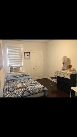 (3) renovated row house next to Johns Hopkins uni