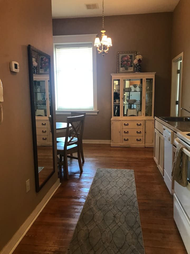 """213 YAKIMA CITY""  2 Bdrm, West Yakima Ave"