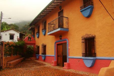 Cortijo Chiquinquirá... Su casa en el Campo.