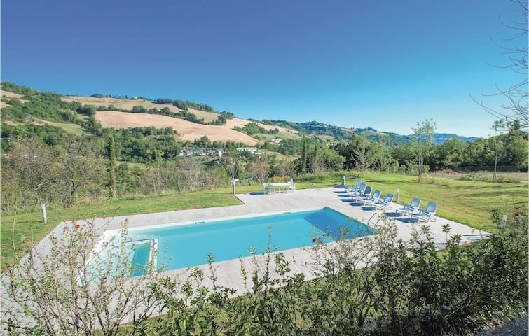 Holiday apartment with 2 bedrooms on 60 m² in Urbino  -PU-