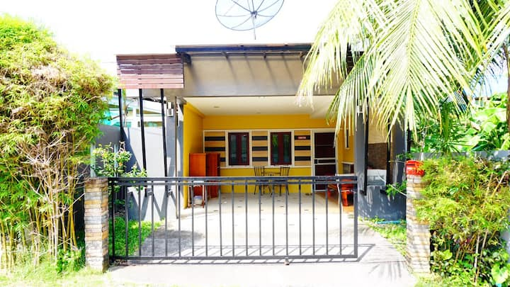 CAC 3, 1 Bedroom House 2 KM to The Beach