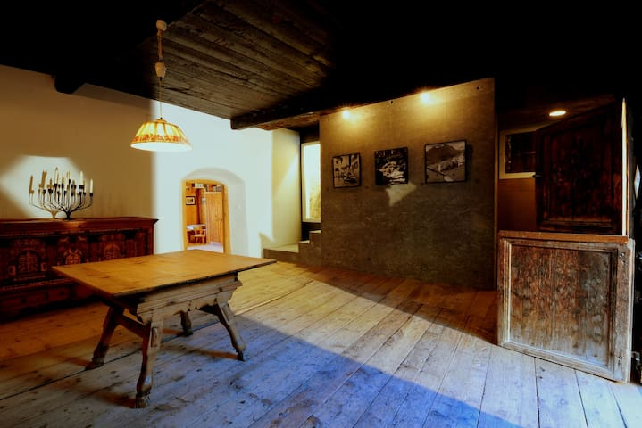 House Chasa 49 - Engadine history & convenience - Guarda - Hus