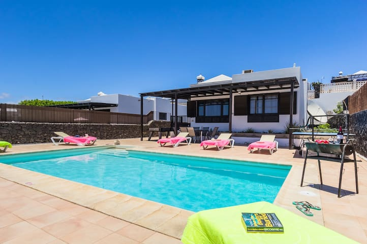 Lanzarote, private villa with own swimming pool