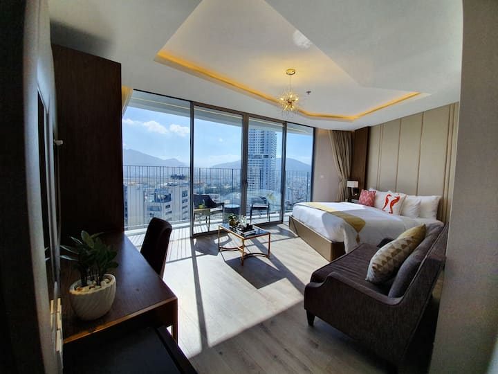 Crystali Excutive Sky Room Bathtub on High Floor