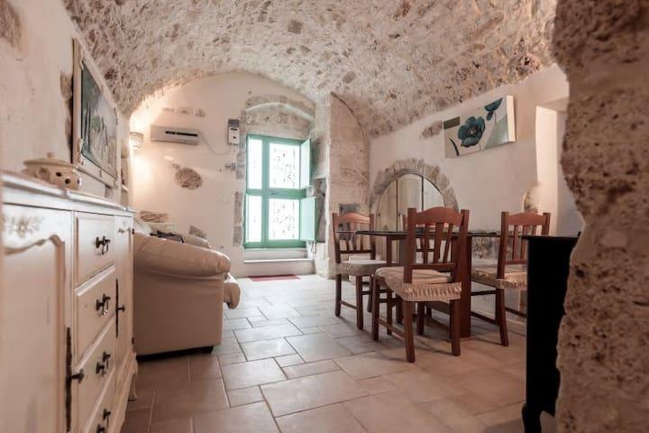 Biancocalce, le piccole case bianche