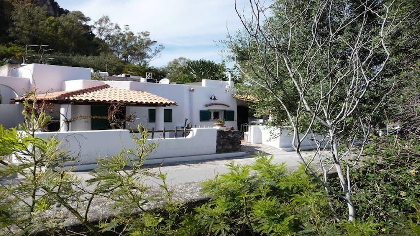 bellissimo cottage a 50 metri dal mare - Lipari - Vakantiewoning