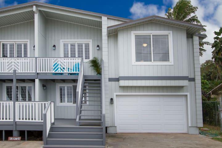 """New"" Haaula House/Beach front/"