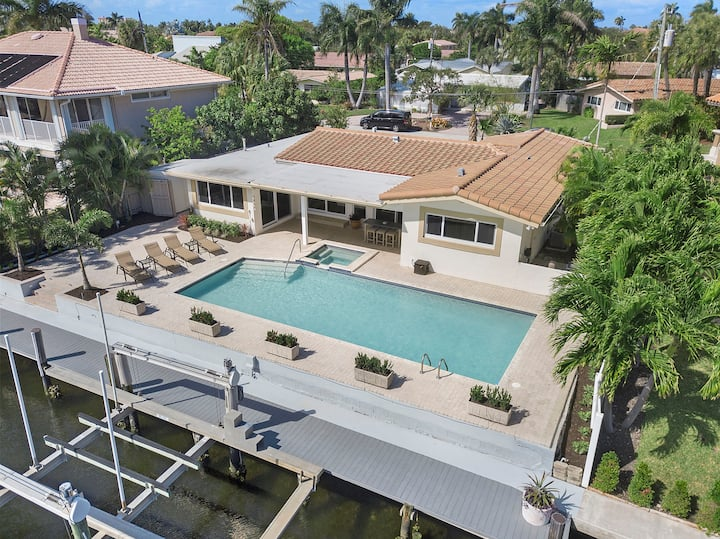 Private Beach Home! Relax in the heated pool/spa!