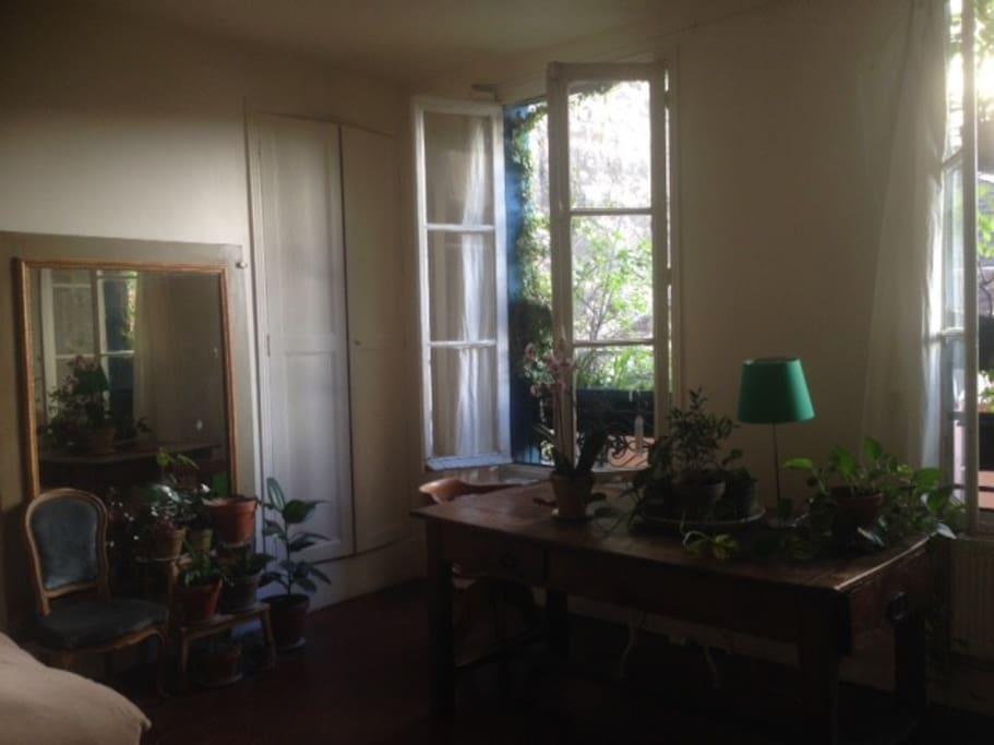appartement de caract re paris sainte marthe 45 m2 appartements louer paris le de france. Black Bedroom Furniture Sets. Home Design Ideas