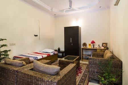 Supreme A/C Private BedRoom + Living Room +Kitchen - New Delhi - Apartment