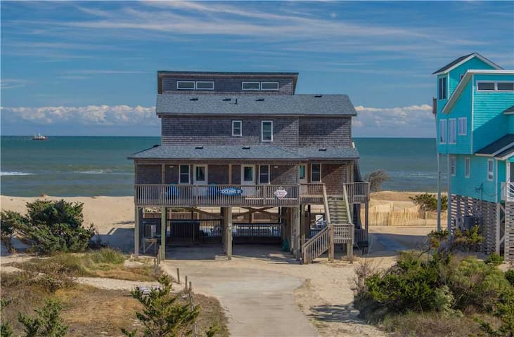 Perfect oceanfront location w/HotTub, RecRoom, Pets!