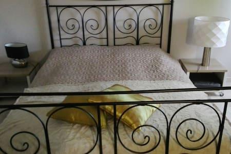 chambre  confortable  avec SDB - Beaucouzé