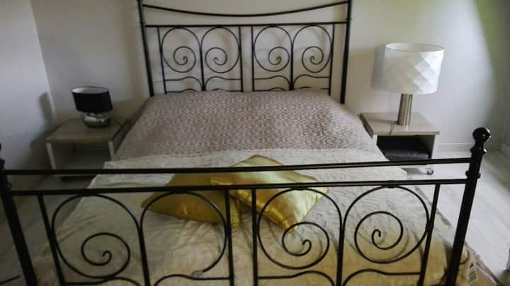chambre  confortable  avec SDB