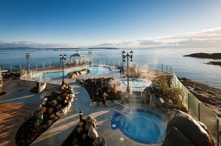 1-Bedroom Luxury Condo in 5-star Waterfront Hotel