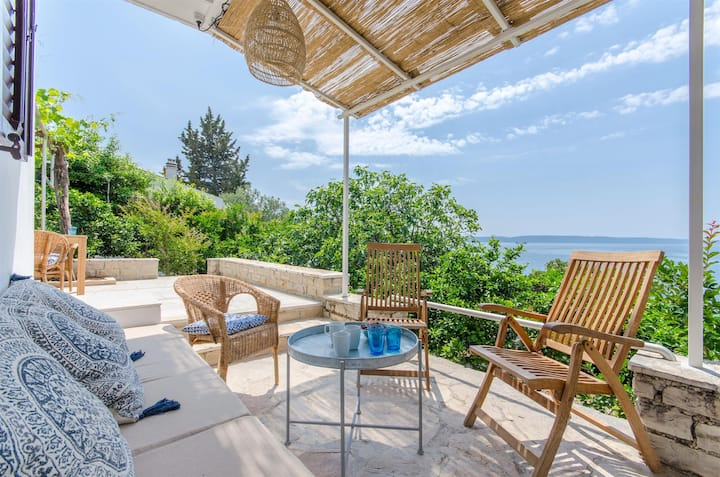 Three Bedroom House, beachfront in Okrug Gornji (Ciovo)
