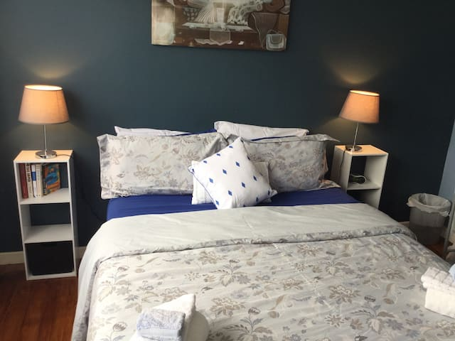 The Blue Room **** Quality - Waitara - Casa