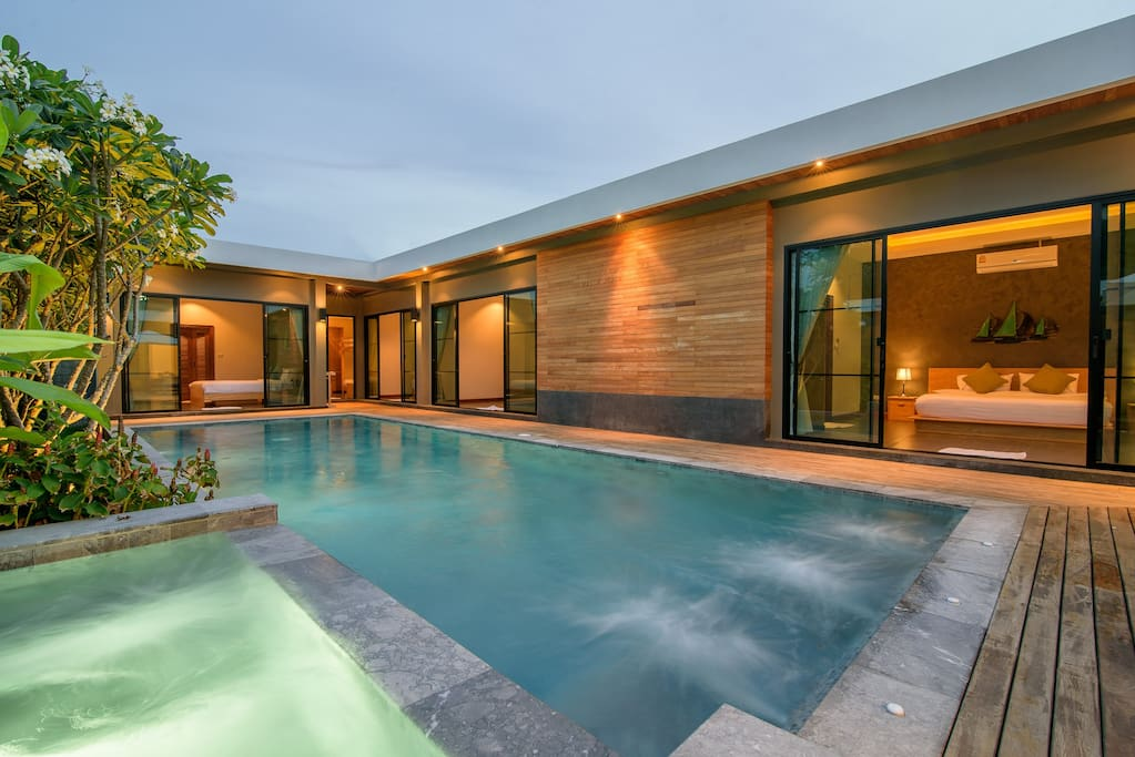 Unique style and private pool villa in center of Huahin (5 mins walk to the beach)